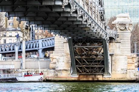 paris bridge above ground seine crossing