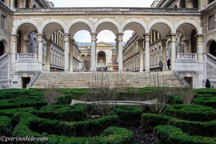 paris hospital hidden garden off the beaten path