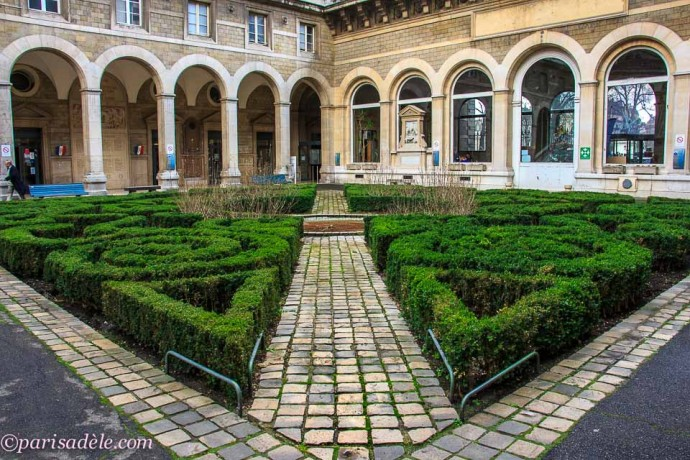 secret courtyard garden hotel dieu paris hospital